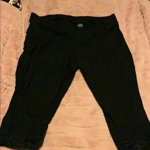 Torrid lace cuff Capri leggings